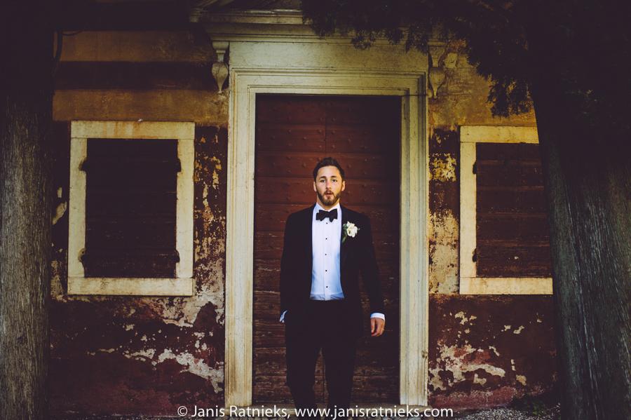 groom posed shots