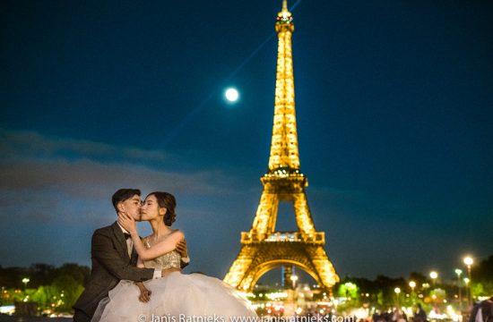 night time prewedding paris