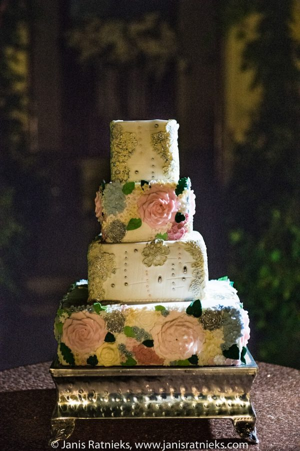 dealicious wedding cakes