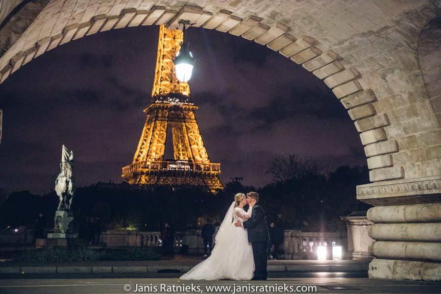 night wedding in Paris