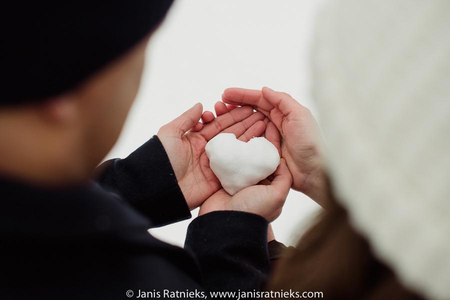 snow heart photographer