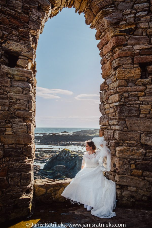 Lighthouse in Scotland bride