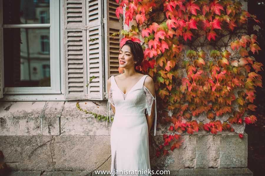 fall wedding bride