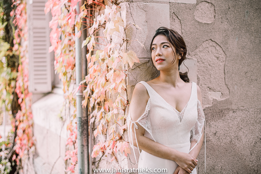 bride with autumn leaves