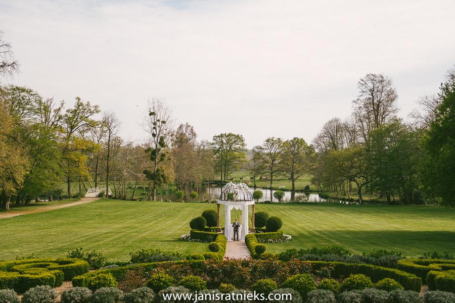 spring outdoor wedding
