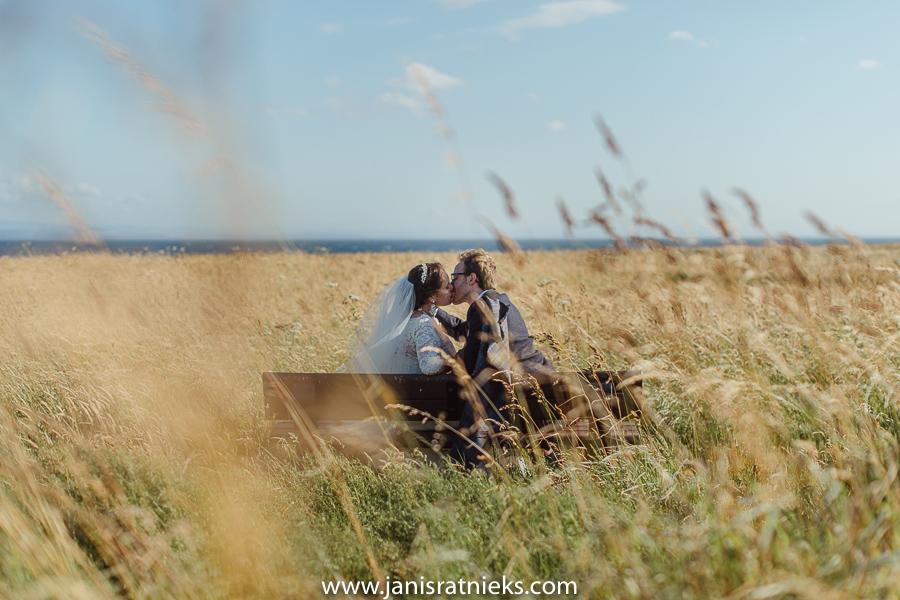 sunny wedding day in Scotland