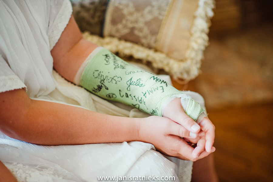 flower girl with a broken arm