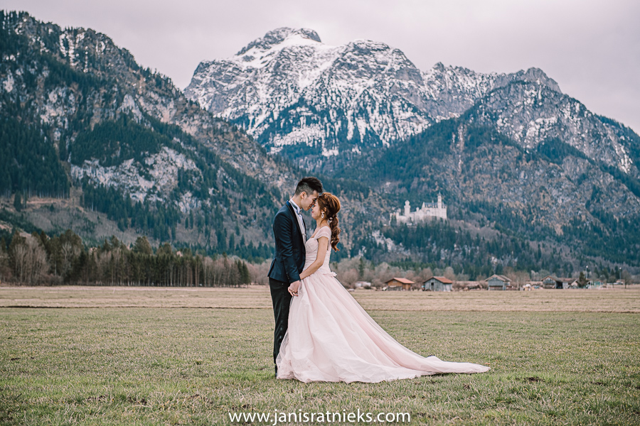 Neuscwanstein castle prewedding