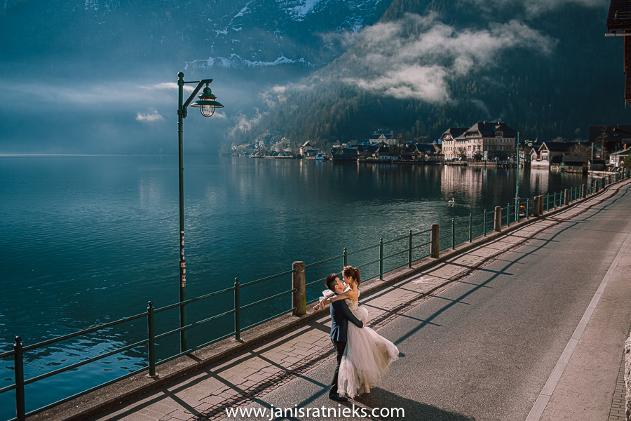 pre wedding photo shooting in Hallstatt