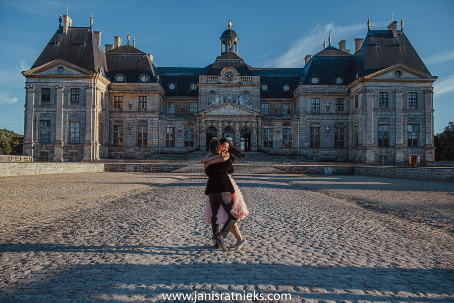 pre wedding at chateau de vaux le Vicomte