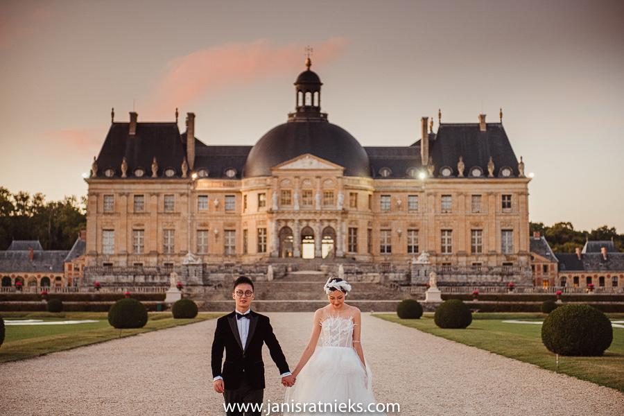 pre wedding photos Château de Vaux-le-Vicomte