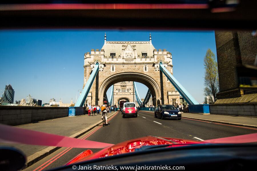 crossing tower bridge wedding