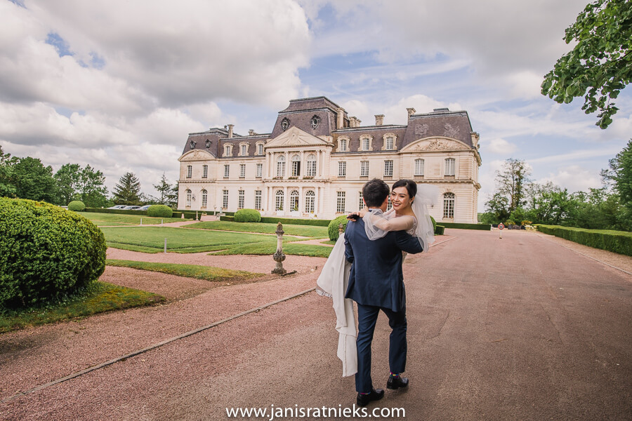 wedding ceremony at chateau d'artigny