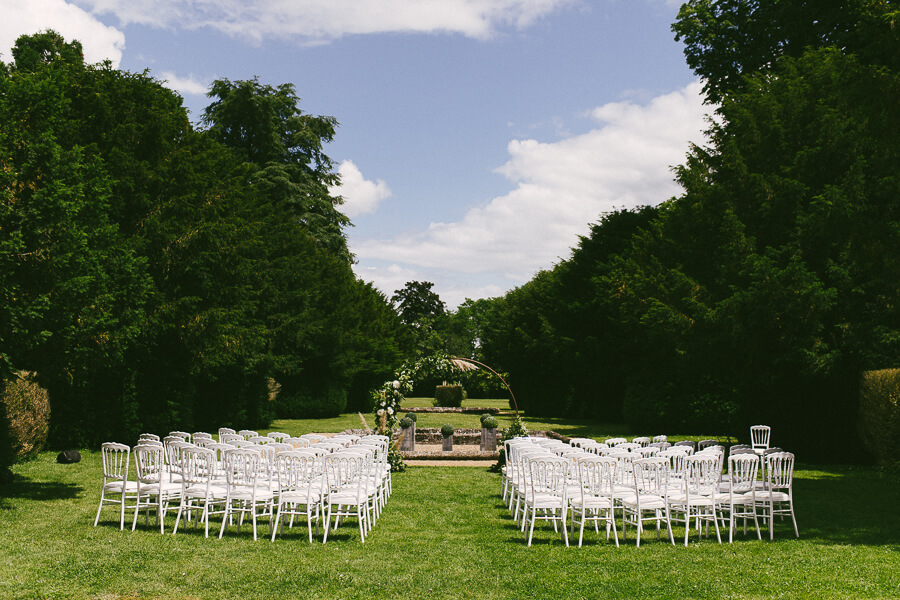 outdroor wedding setting